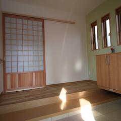 和風 玄関戸の通気口と3枚の窓で防犯に考慮しな…