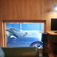車庫/倉庫 【After】車庫に面して大きな室内窓を…