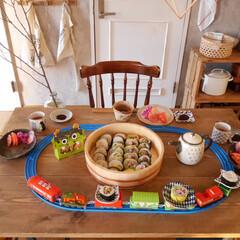 太巻き/お寿司/こどもごはん/おうちごはん/うつわ/プラレール回転寿司/... 息子と一緒に作った恵方巻き、プラレールに…