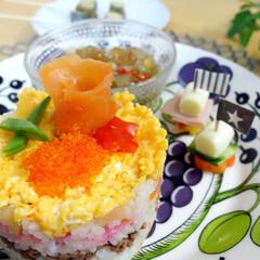 雛祭り/ひな祭り/ちらし寿司/おうちごはん/わたしのごはん 昨年のひな祭りに作ったちらし寿司。  ペ…(1枚目)