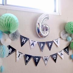 子供部屋/インテリア/ダイソー/100均/雑貨/ハニカムボール/... 昨年末の娘の誕生日飾り付け写真。  娘の…