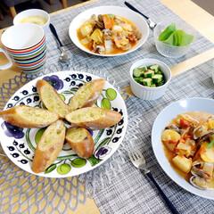 おうちごはん/料理/ガーリックトースト/ブイヤベース/iittala/ティーマ/... いつかの夜ご飯。 ブイヤベースと、バケッ…