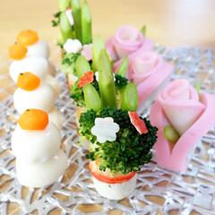 デコおかず/デコ/正月/お正月/おうちごはん/料理/... 今年のお正月の1枚。 鏡餅、門松、薔薇の…
