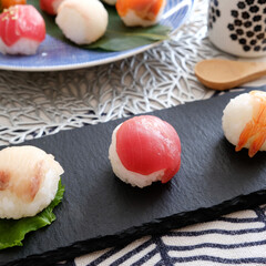 手まり寿司/スレート/ダイソー/100均/食器/おうちごはん/... 久しぶりに作った手まり寿司。  料理教室…