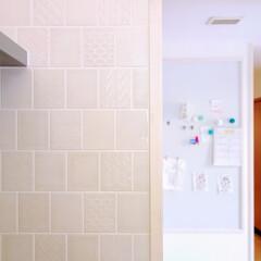 キッチン/リフォーム/タイル/白/掲示板 キッチン周りのタイルには、リクシルのオル…