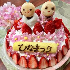 ひな祭り/雛ケーキ/雛祭り こちらは 雛ケーキです。 ピンクの お花…