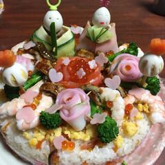 雛祭り/雛ケーキ寿司/ひな祭り こちらも 昨年の 雛寿司です。 お顔が …