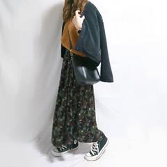 ママコーデ/おちびコーデ/秋冬コーデ/ニット/花柄スカート/コンバース/... ボアアウターで暖かコーデ☺️  アウター…