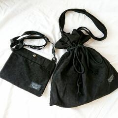 ママコーデ/秋ファッション/コーデュロイ/巾着バッグ/サコッシュバッグ/プチプラ雑貨/... 3coinsのコーデュロイバッグ(๑ت๑…