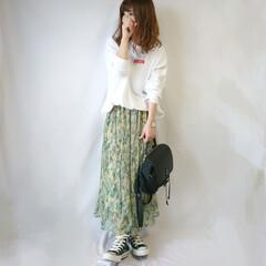 春ファッション/ママコーデ/スウェット/しまむら/ボタニカル柄/ロングスカート/... 春っぽさ全開のボタニカル柄プリーツスカー…