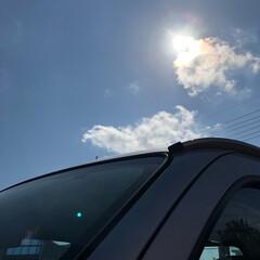 眩しい日差し/太陽 今日は、ポカポカを通り越して暑い…😵 車…