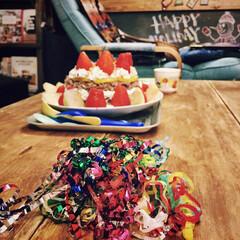 こたつ天板DIY/クラッカー/黒板壁紙/壁紙/クリスマス/DIY/... お子とデコしたケーキと、 クラッカーの残…
