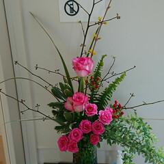 フラワーベース/インテリア/アレンジ/お花/フラワー/花/... 3階 待合室の生け花です  バラばら薔薇…