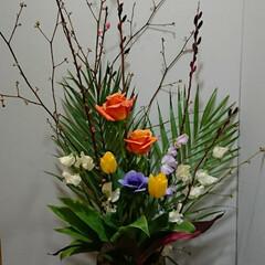 待合室/病院/アネモネ/インテリア/フラワーアレンジ/フラワー/... 1階 待合室の生け花です  桃がまだ固い…