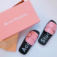 AcneStudios/カジュアル/置き画/アクネ/サンダル/ファッション 夏に向けてサンダルの準備。  先日、アウ…
