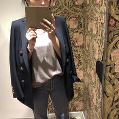 ママコーデ/春コーデ/紺ブレ/ジャケットコーデ/カジュアル/大人カジュアル/... 定番のTシャツに紺ブレのコーデ。  Tシ…