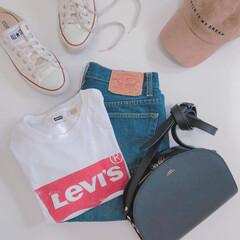 スニーカーコーデ/levis/リーバイス/栄作コーデ/置き画/ママコーデ/... シンプルな無地のホワイトTシャツも好きで…