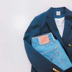 大人カジュアルコーデ/大人カジュアル/デニムコーデ/シンプルコーデ/ジャケットコーデ/置き画/... 毎年、紺のブレザー (紺ブレ)を欲しいと…