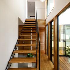 洗面所/スケルトン階段/階段/玄関/玄関ドア/設計事務所/... 玄関階段まわり♪ : ■haus-cro…