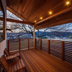 エクステリア/外観デザイン/外観/梅/デッキテラス/ウッドデッキ/... シンボルツリーの梅の木とデッキテラス…
