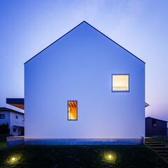 芝生/エクステリア/外構/外観デザイン/外観/住宅/... ■haus-turf■ 道路側の外観夕景♪