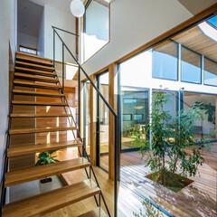 マイホーム計画/家づくり/ウッドデッキ/中庭デッキ/中庭住宅/中庭のある家/... 玄関スケルトン階段まわり♪ : ■hau…