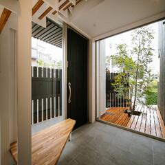 土間/インテリア/玄関インテリア/玄関ドア/玄関収納/階段/... 収納たっぷり、ベンチ付きの玄関&階段ま…(2枚目)