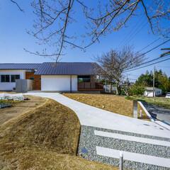 注文住宅/住宅/土間/勝手口/玄関/外観デザイン/... コンクリート壁の先に物干しスペースが…