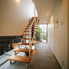 土間/インテリア/玄関インテリア/玄関ドア/玄関収納/階段/... 収納たっぷり、ベンチ付きの玄関&階段ま…