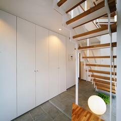 土間/インテリア/玄関インテリア/玄関ドア/玄関収納/階段/... 収納たっぷり、ベンチ付きの玄関&階段ま…(3枚目)