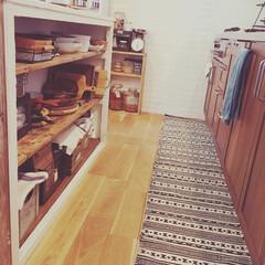 しまむら/キッチンマット/キッチンカウンター/ウッドワン/サリュ/DIY/... カウンターの裏は、木食器やらを収納してま…