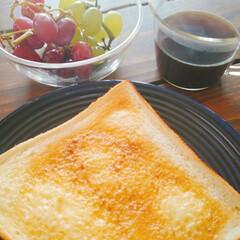 トースト/トースター/シンプルライフ/シンプル/定番/おうちごはん/... うちの定番。週末の朝はトースト🍞  トー…