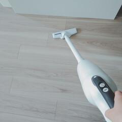 マキタ 18V 充電式 クリーナー XLC02RB1W コードレス 掃除機 ハンディ セット(ハンディークリーナー)を使ったクチコミ「夫も掃除機をサッとかけてくれるのは掃除機…」