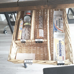 おうちの美化委員/片付け/収納/薬/お薬収納 我が家のお薬収納です。 テーブルの棚にカ…