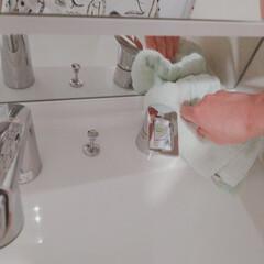 洗面所掃除/洗面所/洗面台/拭き掃除/おうちの美化委員/お掃除/... 蛇口まわりはこまめに拭きます✨  お水の…