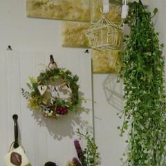 編み物/リース手作り/ドアオブジェ/すのこDIY/100均/DIY 玄関の壁にすのこでドアオブジェを作りまし…