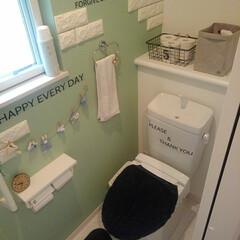 トイレ消臭カバー手作り/アクセントクロス/ニトリウォールステッカー/ガーランド作り/LIXIL/トイレ/... 我が家の二階のトイレです(*^^*) ほ…