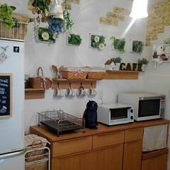 サリュ!/ナチュキチ/シンデレラフィット/100均/ダイソー 冷蔵庫とキッチンボードに隙間が29㎝あり…
