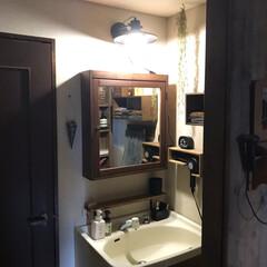 DIY/ドライヤー収納/ブラケットライト/IKEA/ディアウォール/洗面台リメイク/... 我が家の洗面所(2F)は古い洗面台のシン…