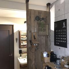 WAKAI ディアウォール ダークブラウン(濃茶)ツーバイフォー材 2×4材専用壁面突っ張りシステム 上下パッドセット DWS90DB | ディアウォール(突っ張りラック)を使ったクチコミ「スペースの関係で洗面台の横にカフェコーナ…」