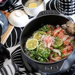 ラ ココット de GOHAN M ブラック 40509-655 | ストウブ(その他キッチン、日用品、文具)を使ったクチコミ「カニカマを使って カニカマ炊き込みご飯作…」