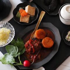 食器/黒い食器/黒い器/ハンバーグ/煮込みハンバーグ/手料理/... 幸せわたしのごはん❤️  お夕飯は冷蔵庫…