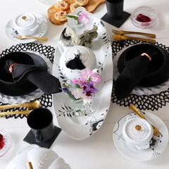 テーブルコーディネート/テーブル/ストウブトマト/花のある暮らし/白黒/ブラックメガ/... モノトーンインテリア で構成してます。 …