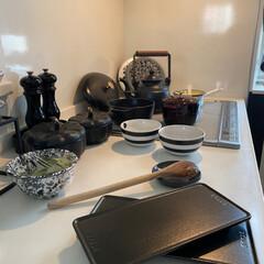 ストウブ レクタンギュラープレート 12cm ブラック 40508-317 STAUB   STAUB(皿)を使ったクチコミ「料理の作業風景 モノトーンインテリアの …」(1枚目)