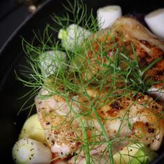 ストウブオーバル/staub/ストウブ/鶏レシピ/パリパリチキン/チキン/... 今日のおかず  ストウブ オーバル27c…