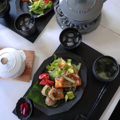ラ ココット de GOHAN M ブラック 40509-655 | ストウブ(その他キッチン、日用品、文具)を使ったクチコミ「テレワーク中のランチ  昨日は夏食材を使…」