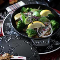 ストウブ staub ラウンド スタッカブルディッシュ 20cm チェリー 40509-895 RST6008 | STAUB(皿)を使ったクチコミ「ストウブ ホットプレートで 作るオーブン…」