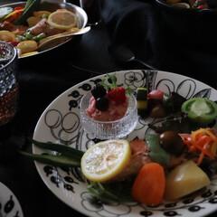Arabia アラビア ブラック パラティッシ オーバルプレート 25cm | アラビア(皿)を使ったクチコミ「昨日のおうちごはん ピンクbeatsサラ…」