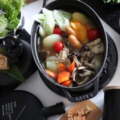 STAUB ストウブ ピコ・ココット オーバル/23cm ブラック/102325 | ストウブ(圧力鍋)を使ったクチコミ「マギーブイヨンを使ってカレースパイスとク…」