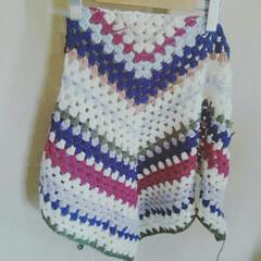 かぎ針編み/編み物/ストール/ファッション/ハンドメイド カラフルな三角ストール👍もう少し☺
